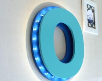 Lettre lumineuse O bleu roi et bleu turquoise - enseigne lumineuse - grande lettre en bois - mylittledecor -