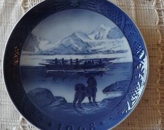 """Royal Copenhagen's Vintage """"1968"""" Christmas Plate """"The Last Umiak"""""""