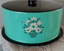 Decoware cake carrier/cake keeper / pie saver / vintage kitchenware 1950's-60's. Retro mint green with black top and white flowered pattern.