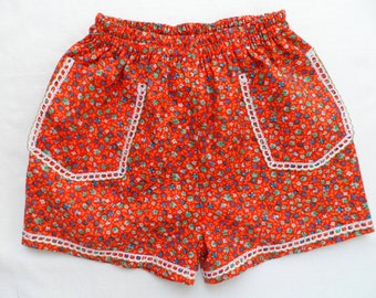 Girls' red floral shorts/Adorable shorts with little red flowers/Shorts for gift or birthday/Cotton textile,french lace-shorts for girls.