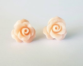 Light peach resin flower stud earrings.
