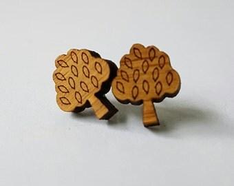 Small wooden tree stud earrings.