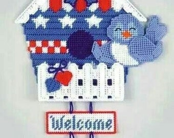 Patriotic Birdhouse Welcome Sign Pattern in Plastic Canvas