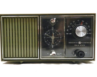 Vintage Green General Electric (GE) Solid State Clock Radio - AM/ FM