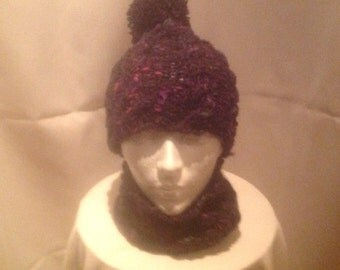 Tuque and scarf in pure wool.
