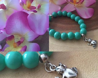 Green bracelet with a frog charm