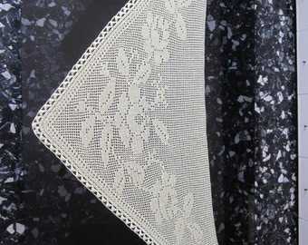 Large shawl in filet with hand made roses