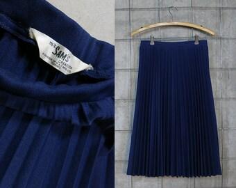 Pleated Skirt • Classic Navy Blue Skirt • Midi Skirt • Polyester Schoolgirl Pleats • Vintage 1970s • Women's S/M