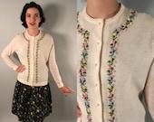 Vintage 1950s Sweater | Ivory Cardigan with Petite Pastel Rosettes | Medium