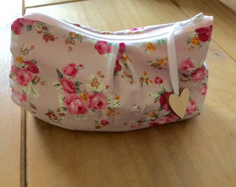 Flowery Make Up Bag ~ Flowery Cosmetic Bag ~ Make Up Pouch ~ Jewellery Bag ~ Accessories Bag ~ Sewing Kit Bag.