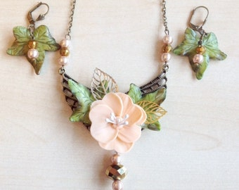 Salmon, green and old gold necklace,  with cold porcelain flowers
