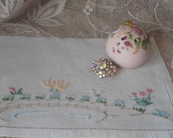 Vintage Embroidered Oblong Doily  ~  Cream Linen