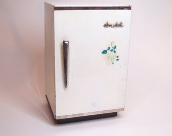 vintage tin toy, fridge refrigerator, dim dak