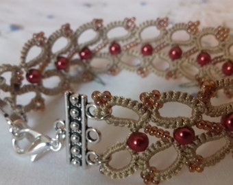 Tatting bracelet with pearls