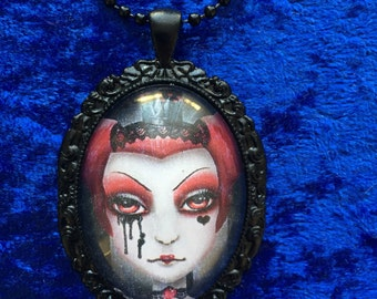 Queen of hearts gothic pendant necklace