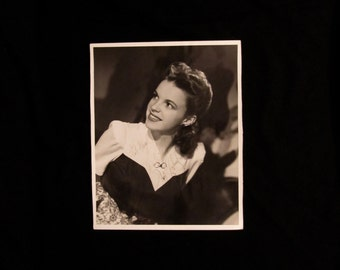 Judy Garland Vintage Autographed Autograph Signed Hollywood Film Movie 8x10 Photograph Certified Authentic