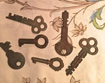 Antique Keys - Vintage - set of 6
