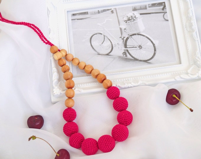 Teething necklace / Nursing necklace / Babywearing necklace - Cherry jam