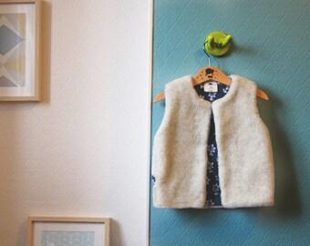 Floral cotton Interior fur Shepherd's vest. 4 years