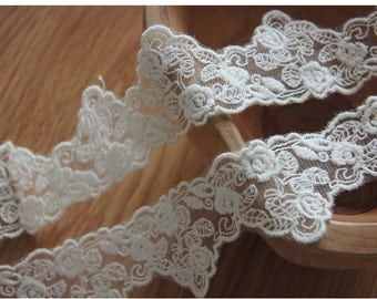 White cotton embroidered white lace Roses Embroidered net lace 3.5 cm wide - 1 yard