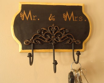 Key hanger, key holder,  Mr. and Mrs. Key Holder,Wall Key Holder, Wedding gift, Anniversary gift, Wedding shower gift, Mr and Mrs. wedding