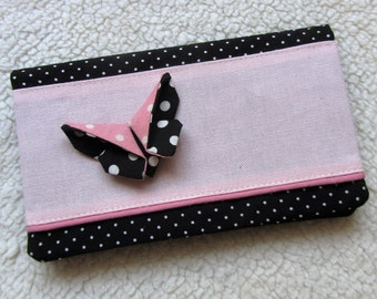 Protects retro checkbook with his origami in pink and black Butterfly