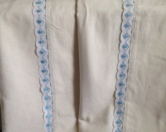 Beautiful handmade vibtage pillowcases. Set of 2