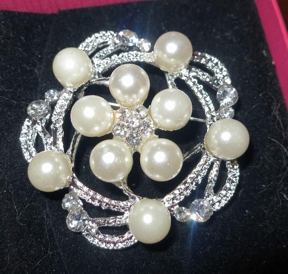 Lovely vintage styled silvertone faux pearl rhinestone brooch