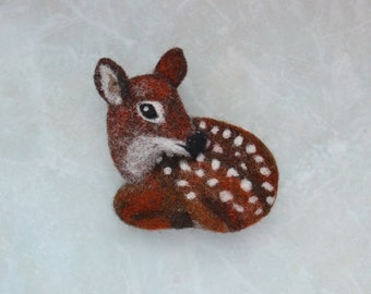 Animal brooch deer-baby deer-felt deer-felt brooch-cute deer-cute baby deer-fawn-deer ornaments-roe deer-animal brooches-felt animals-deer