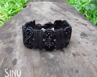 Macrame bracelet in black