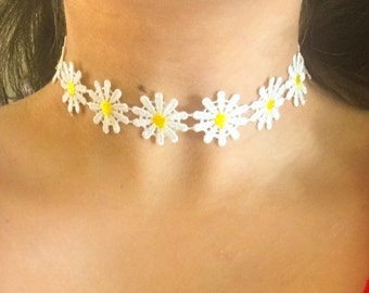 White Daisies Choker Necklace | White Choker