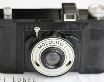 1950s Mosquito I bakelite camera, made in France.