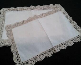 Set of 6 Vintage Ivory Linen Placemats with Ecru Coloured Crochet Lace Border (Edging) RBT0713