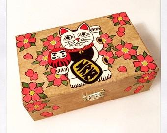 Wooden box with Maneki Neko - Pyrography