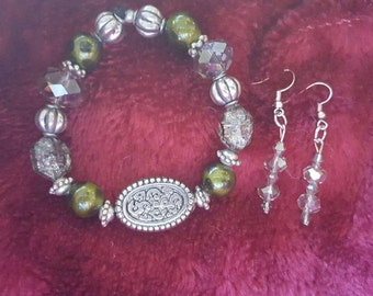 Fun green and silver bracelet with earrings to match. Bracelet is stretch band and fits most wrists.
