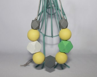 Round and geometric wooden beads necklace