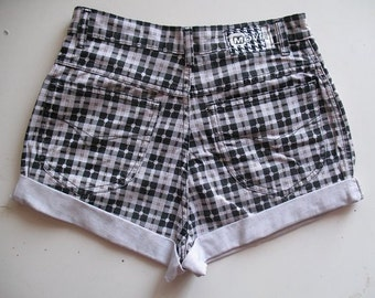 90s Vintage High Waist Plaid Shorts size S or M