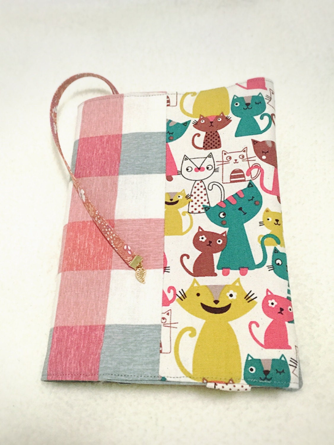Make Adjustable Fabric Book Cover : Adjustable fabric bookcover with cats in pink and gray