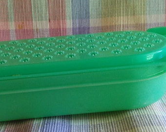 Tupperware Cheese Grater   Small  #1375  PreOwned and Well Cared For...Excellent Condition