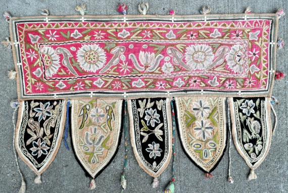 """Old Wall hanging Hand Embroidery Textile - 26"""" x 17"""" - 66 x 43 cm. - Free shipping!"""