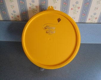 Tupperware Seal X in Maize (yellow) with Unique Design from 1988 NEW Vintage