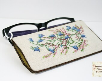 Eye glass case,Vintage gifts,Cross Stitching glasses case,Eyeglass pocket,Mid century,Embroidered Holder