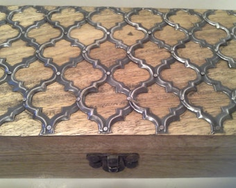 Metal design and wooden box