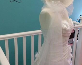 Stunning Vintage Luxury White Hat Veil