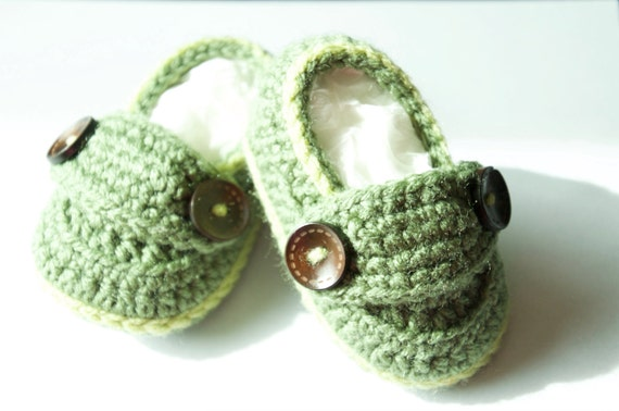 Crochet Button Baby Shoes 3-6 months Green by KnitsforSmiles