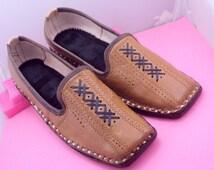 Ehtnic Royal Look Traditinol indian rajasthan leather shiny men mojri /mojari/Juti/jooti/Party Wear Mojari/Men Fashion Flats Leather shoes