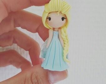 Adorable necklace Elsa