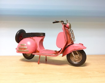 Vintage pink scooter vespa miniature,Decorative collectible,Doll scooter,retro collection,Scooter vespa model,Vespa miniature,Doll vespa