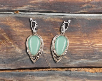 Earrings with chrysoprase oval