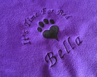 Personalised Cat Blanket, Purple Fleece Pet Bedding Embroidered with Any Name, Soft and Snuggly Blanket for Cat or Kitten Bed. Gift for Cats
